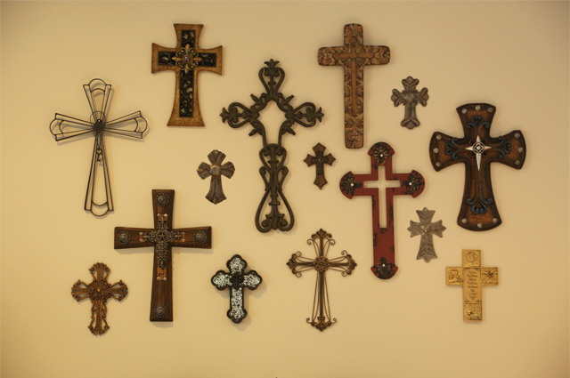 Hanging a Cross Gallery Wall | Checking In With Chelsea